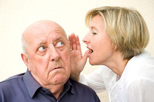Presbiacusia (pérdida auditiva por la edad).